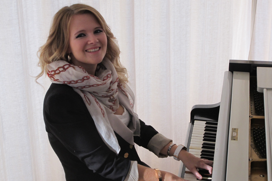 Katharina Alber (A) ~ Boogie Piano ~ Portrait